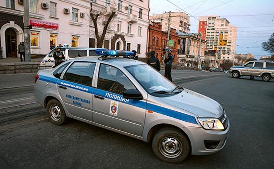 Сотрудники полиции недалекоотздания приемной УФСБ поХабаровскому краю