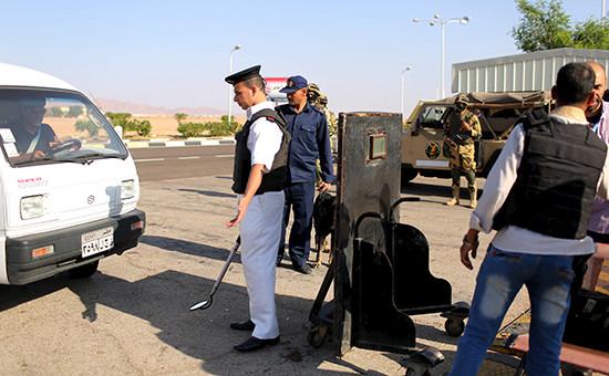 Сотрудники охраныв аэропорту Шарм-эль-Шейха