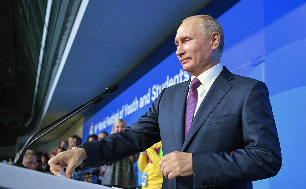 Владимир Путин выступает во время церемонии открытия XIX Всемирного фестиваля молодежи и студентов