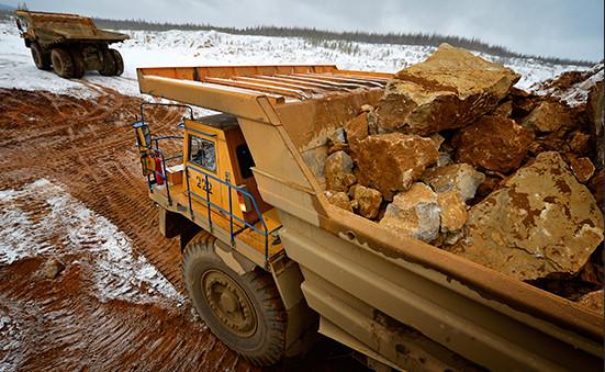 Перевозка руды натерритории месторождения золота