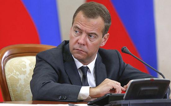 Премьер-министр РФ Дмитрий Медведев во время совещания по вопросу «О ходе проведения в 2015 году сельскохозяйственных уборочных работ»