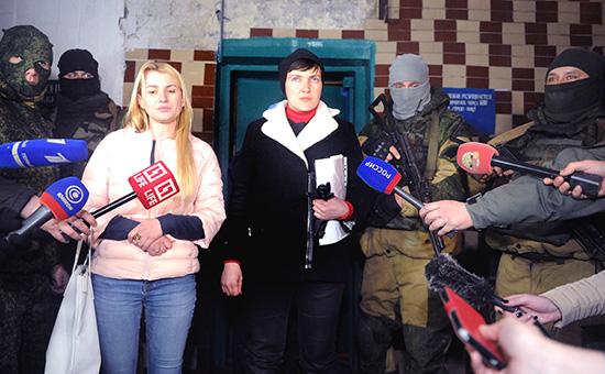 Надежда Савченко(в центре) в Западной исправительной колонии в Макеевке