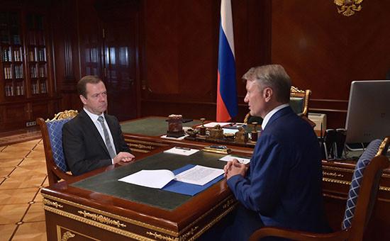 Премьер-министр России Дмитрий Медведев иглава Сбербанка Герман Грефвовремя встречи врезиденции «Горки»