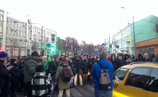 Валютные заемщики перекрывают улицу Неглинная у здания Центробанка в Москве