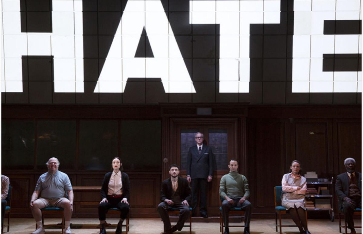 Спектакль «1984» в театре Хадсон