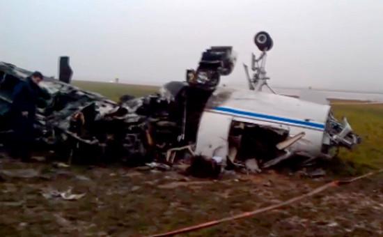 На месте крушения самолета Dassault Falcon 50 ваэропорту Внуково,21 октября 2014 года