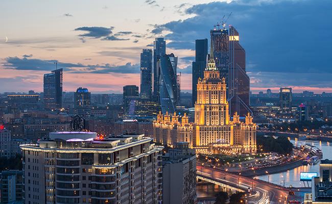 Вид на Новый Арбат, гостиницу «Украина» и ММДЦ «Москва-Сити»
