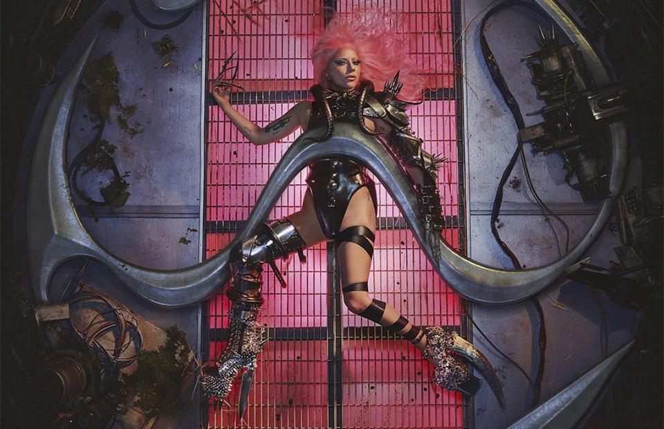 Леди Гага на обложке альбомаChromatica
