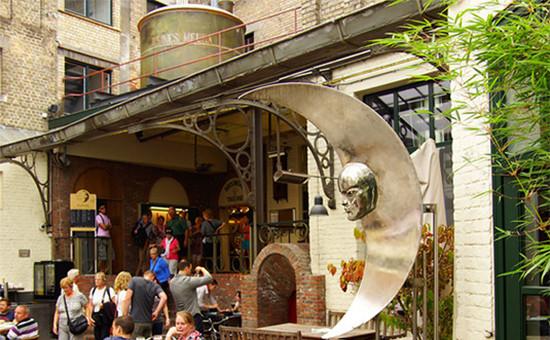 Внутренний дворик пивоварни De Halve Maan