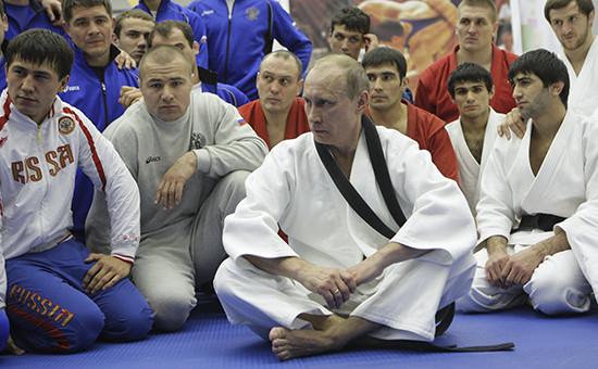 В декабре 2010 года Владимир Путин  посетил физкультурно-оздоровительный центр в Санкт-Петербурге, где принял участие в тренировке по дзюдо