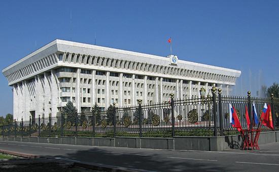 Вид на Дом правительства Киргизии в Бишкеке