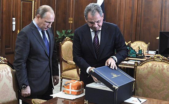 Президент России Владимир Путин иминистр обороны Сергей Шойгу вовремя встречи вКремле