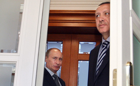 Президент России Владимир Путин (слева) ипрезидент Турции Реджеп Тайип Эрдоган, май 2009года