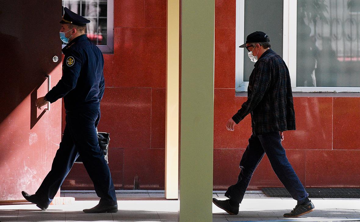 Михаил Ефремов (справа)