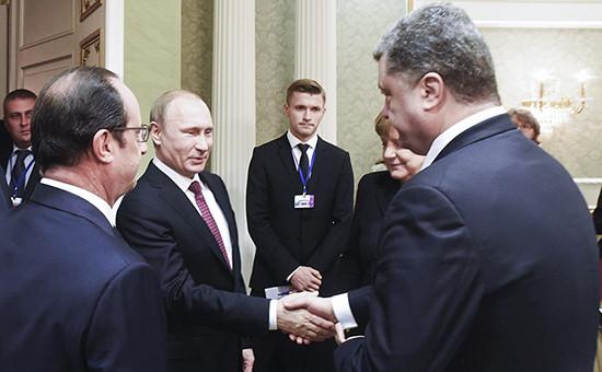 Рукопожатие президента России Владимира Путина ипрезидента Украины Петра Порошенко вовремя встречи вМинске вфеврале 2015 года