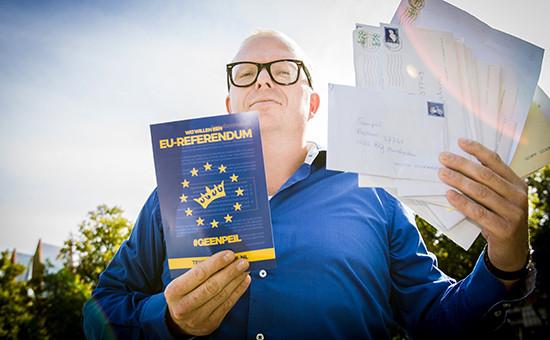 Активист группыGeenpeil,которая выступает против расширения ЕС