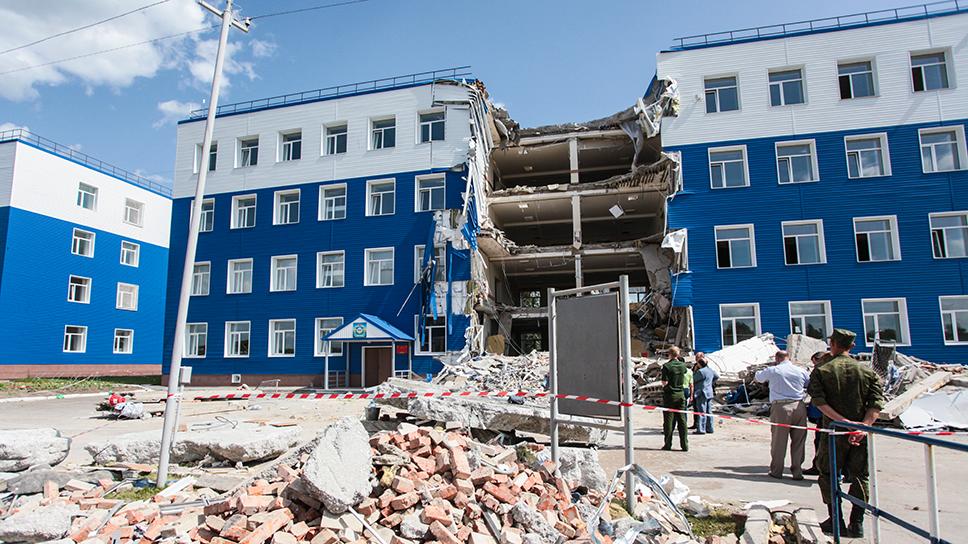 Обрушившаясяказарма 242-го учебного центра ВДВ под Омском