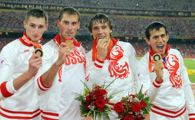 Денис Алексеев, Антон Кокорин, Владислав Фролов и Максим Дылдин на церемонии награждения на ОИ-2008