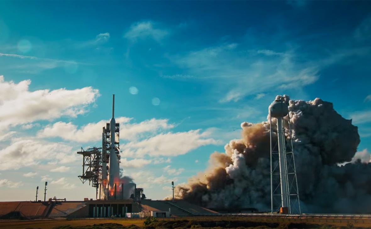 Фото: Скриншот запуска сверхтяжелой ракеты-носителя Falcon Heavy