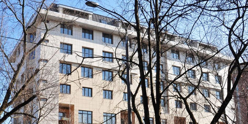 Надстроенный сталинский дом наул. Мишина, 32