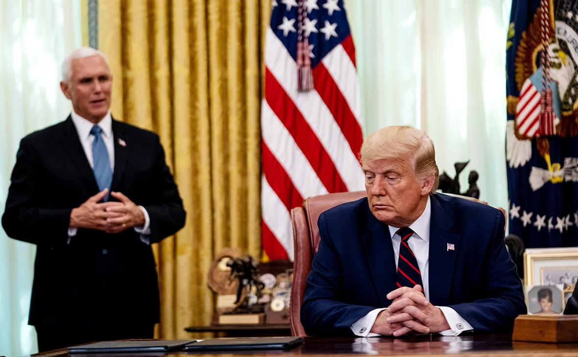 Дональд Трамп (справа) и Майк Пенс