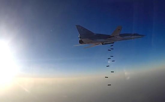 Самолеты ВКС РФ наносятудар по объектам ИГ в Сирии с иранской авиабазы Хамадан, 16 августа 2016 года
