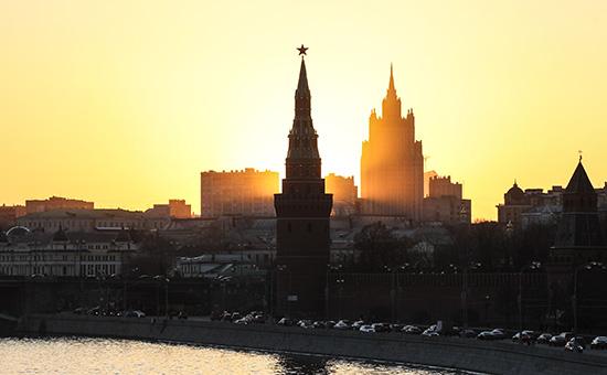 Вид на Кремль и здание МИД России