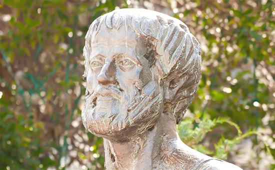 Статуя древнегреческого философа Аристотеля вГреции