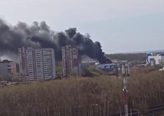 В Перми загорелось складское помещение на ул. Васильева
