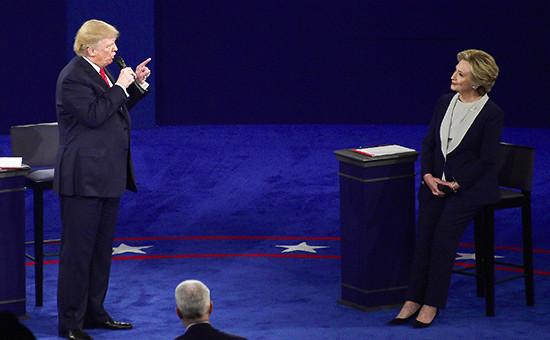 Кандидат в президенты США от Республиканской партии Дональд Трамп и кандидат от Демократической партии Хиллари Клинтон навторых предвыборных дебатах