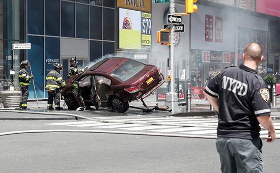 Полицейский наТаймс-сквер в Нью-Йорке