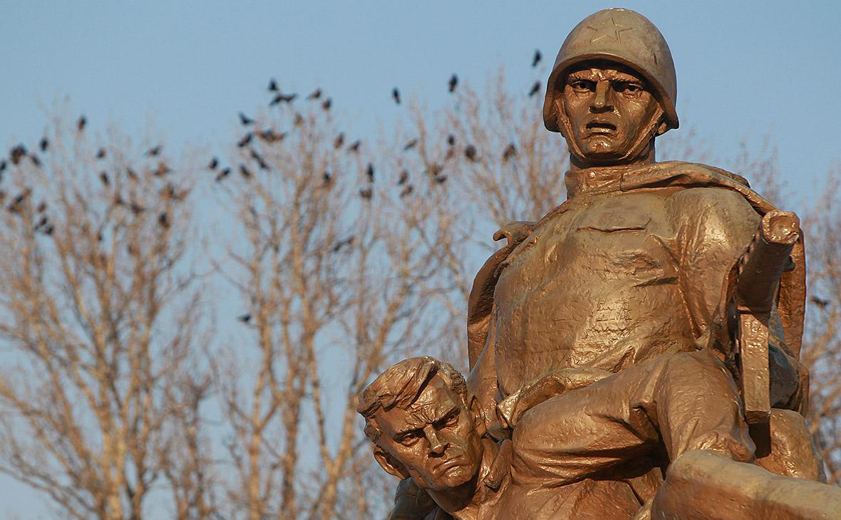 Памятник погибшим советским солдатам в Варшаве