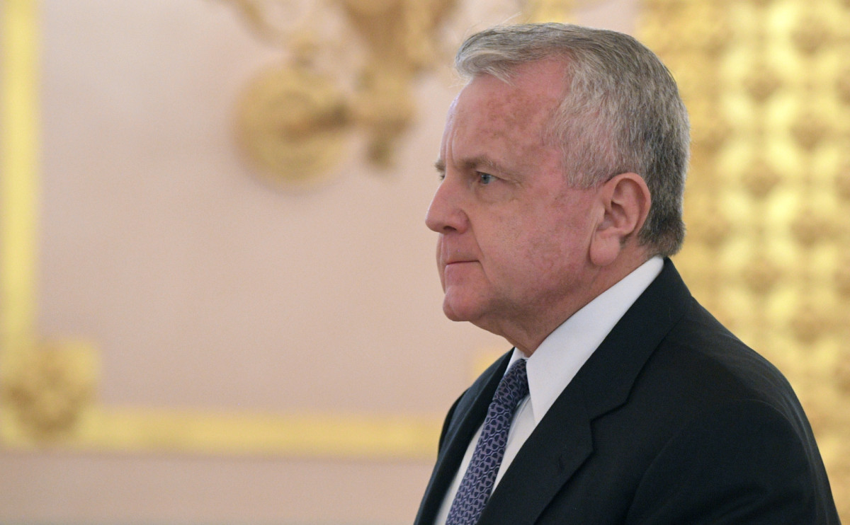 США решили не менять своего посла в России