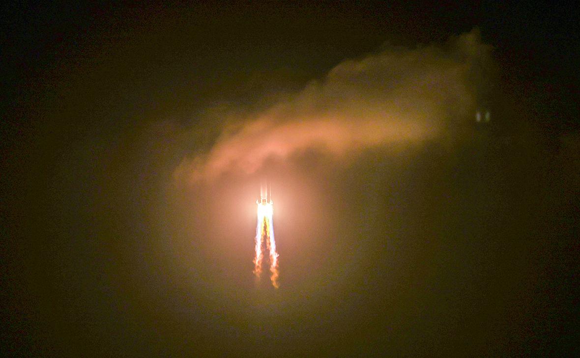 Ракета с космическим аппаратом «Чанъэ-5»