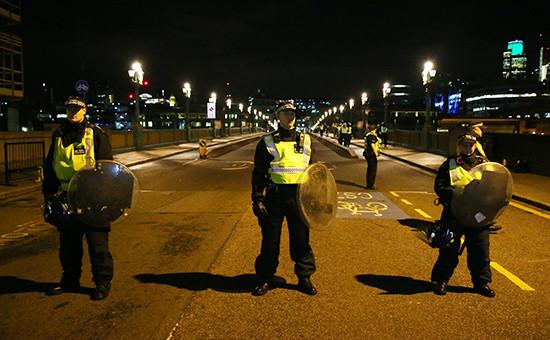 Полицейское оцепление на Саутуоркском мосту в Лондоне
