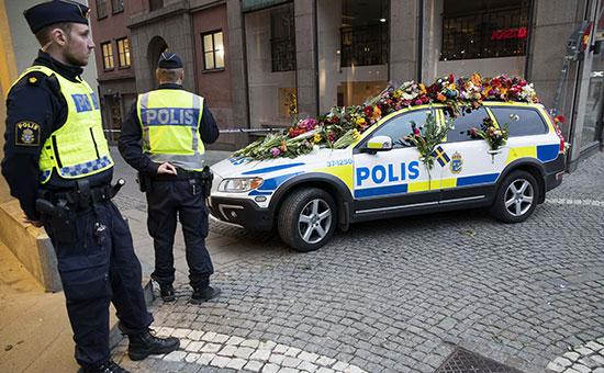 Сотрудники полиции на местетеракта в Стокгольме