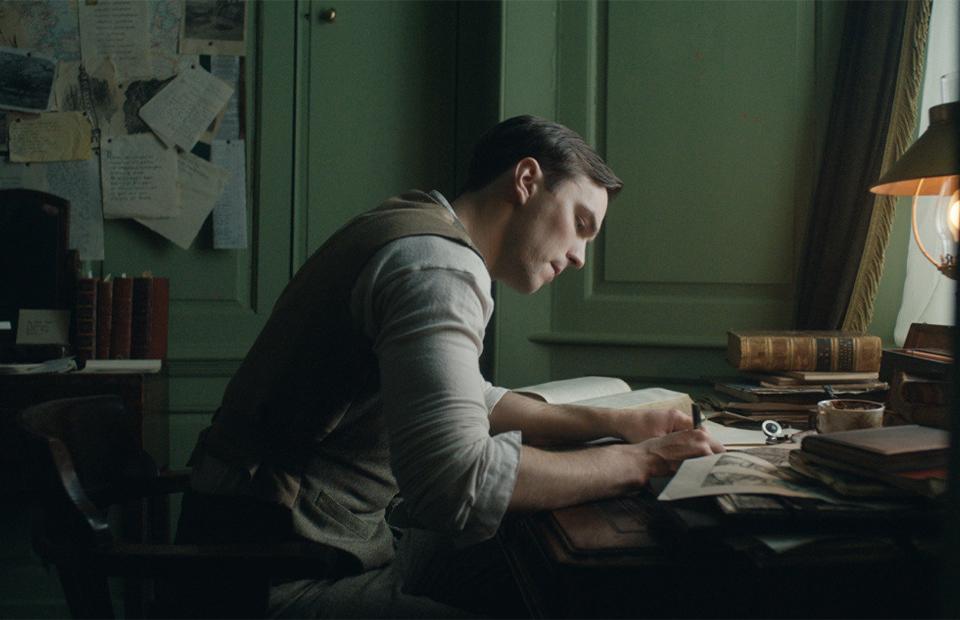 Кадр из фильма «Толкин»