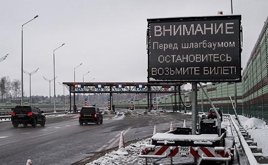 Автомобили напункте оплаты проезда первого платного участка, отМКАД доСолнечногорска, автодороги М11 Москва—Санкт-Петербург