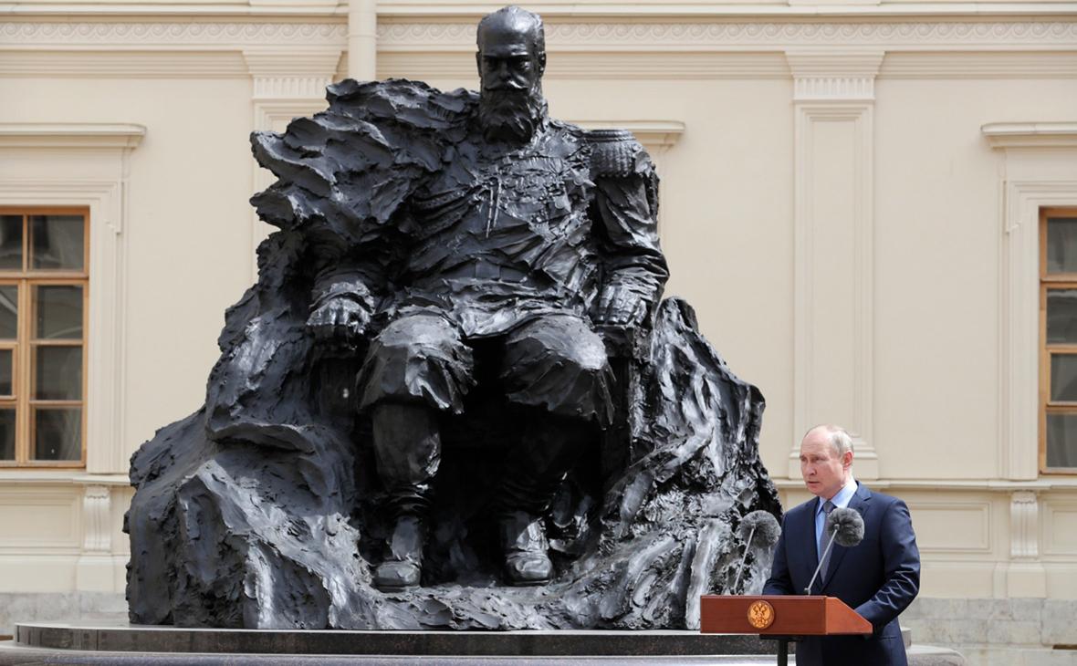 Путин поучаствовал в церемонии открытия памятника Александру III