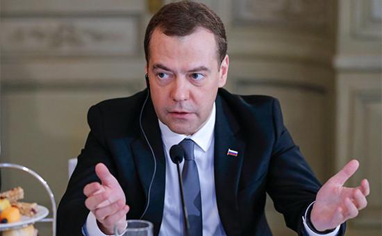 Премьер-министр РФ Дмитрий Медведев на встрече с представителями деловых кругов России и Германии в рамках Мюнхенской конференции по безопасности