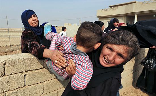 Жители покидают деревню, расположенную в10км отМосула. 28 октября 2016 года