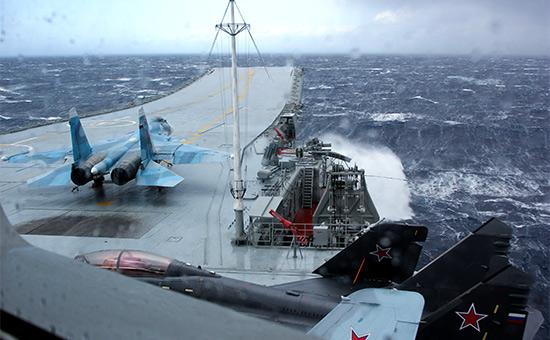 Истребитель МиГ-29К напалубе тяжелого авианесущего крейсера «Адмирал Кузнецов»