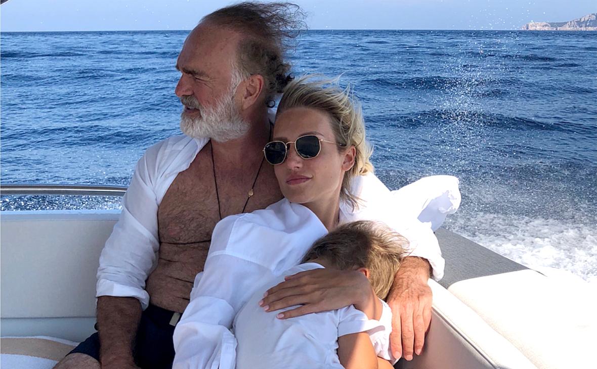 Альберт Худоян с супругой и сыном