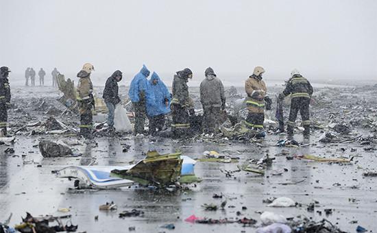 На месте крушения пассажирского самолета Boeing737-800