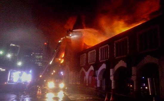 Крупный пожар в здании бывшего пивзавода на Кутузовском проспекте