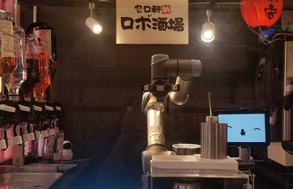 Робот-бартендер в пабе Yoronotaki, Токио