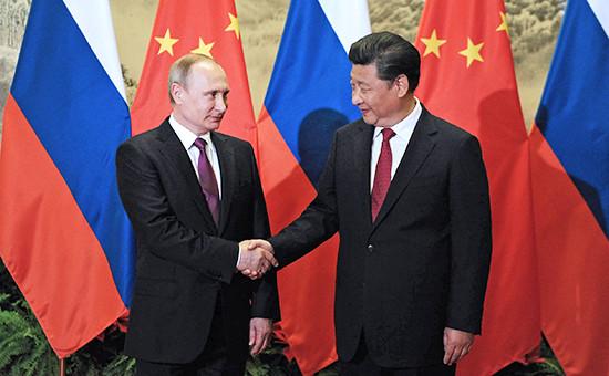 Президент России Владимир Путин и председатель КНР Си Цзиньпин на встречев Пекине