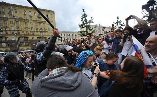 Участники акции оппозиции вМоскве