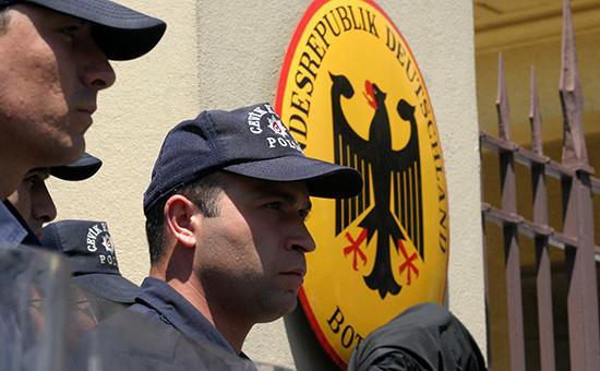 Турецкая полиция у посольства Германии в Анкаре