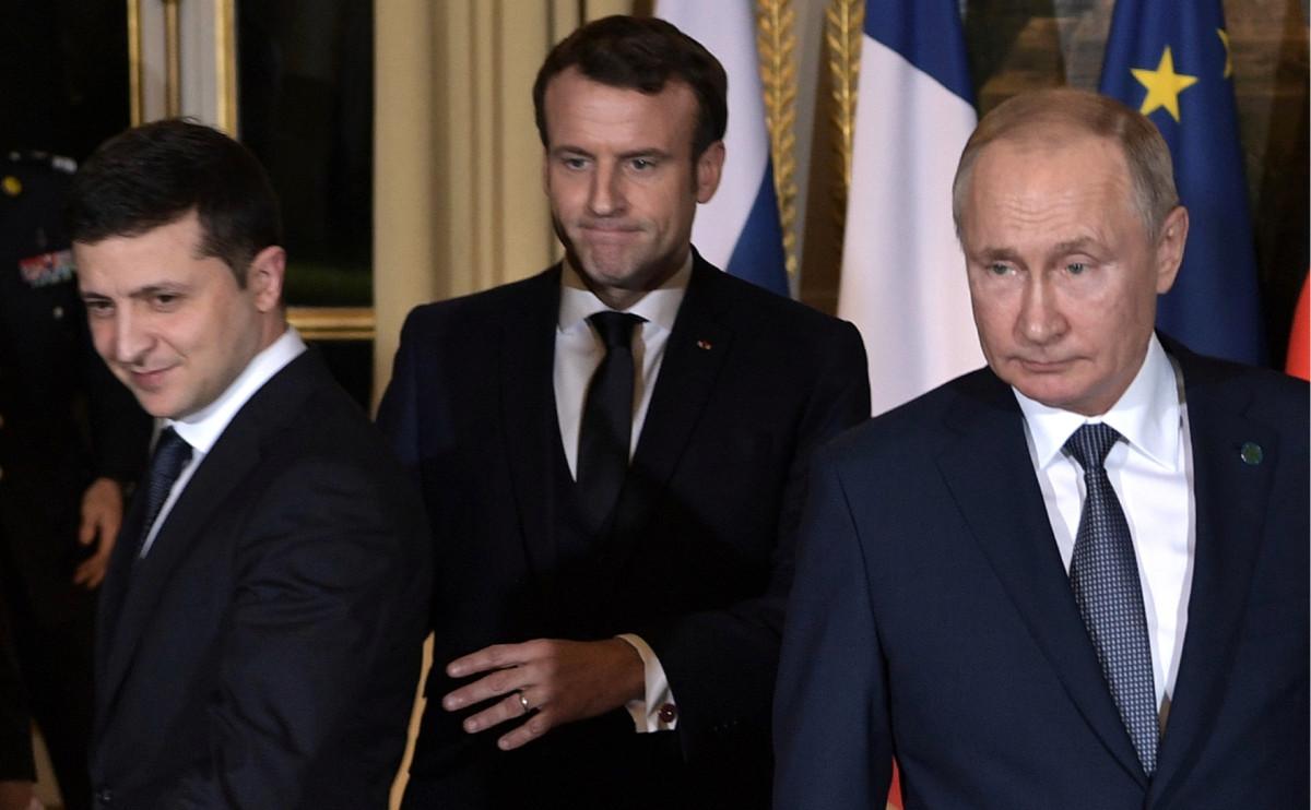 Владимир Зеленский, Эмманюэль Макрон и Владимир Путин (слева направо)